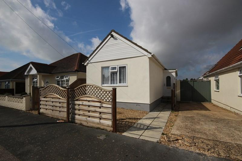 1 Bedroom Detached Bungalow for sale in Windermere Road, Holland on Sea