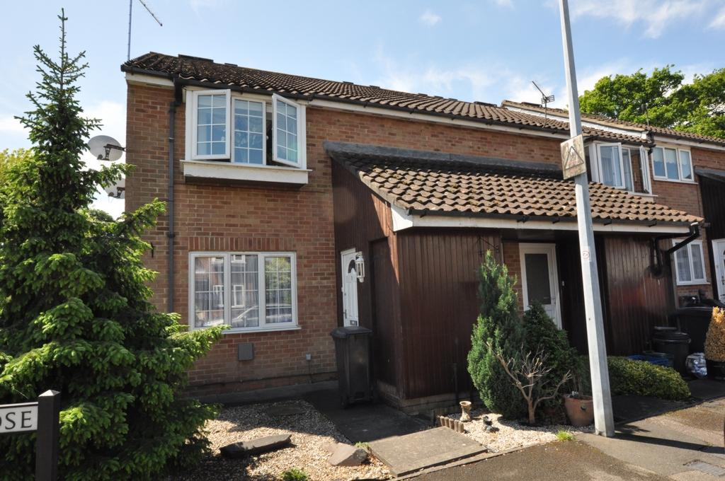 2 Bedrooms Maisonette Flat for sale in Hampden Close, North Weald, CM16