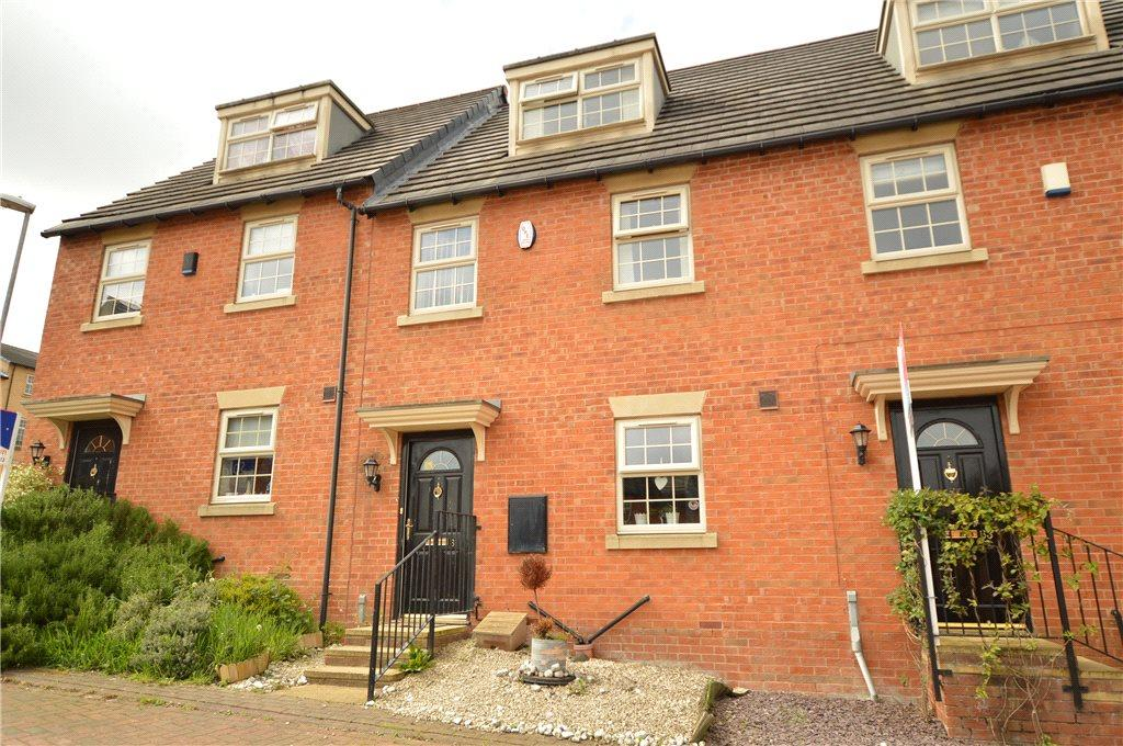 3 Bedrooms Town House for sale in Mozart Way, Churwell, Leeds