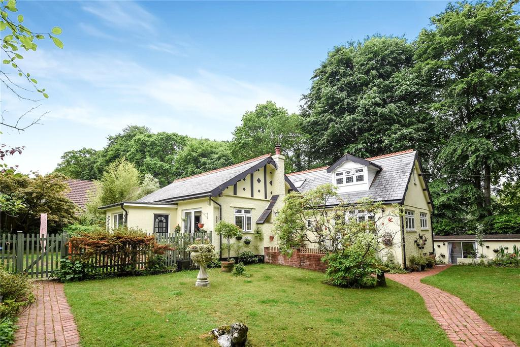 4 Bedrooms Bungalow for sale in High Bank, West Hill, Ottery St. Mary, Devon, EX11