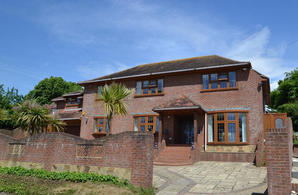 6 Bedrooms Detached House for sale in Ring Road, North Lancing, BN15 0QF