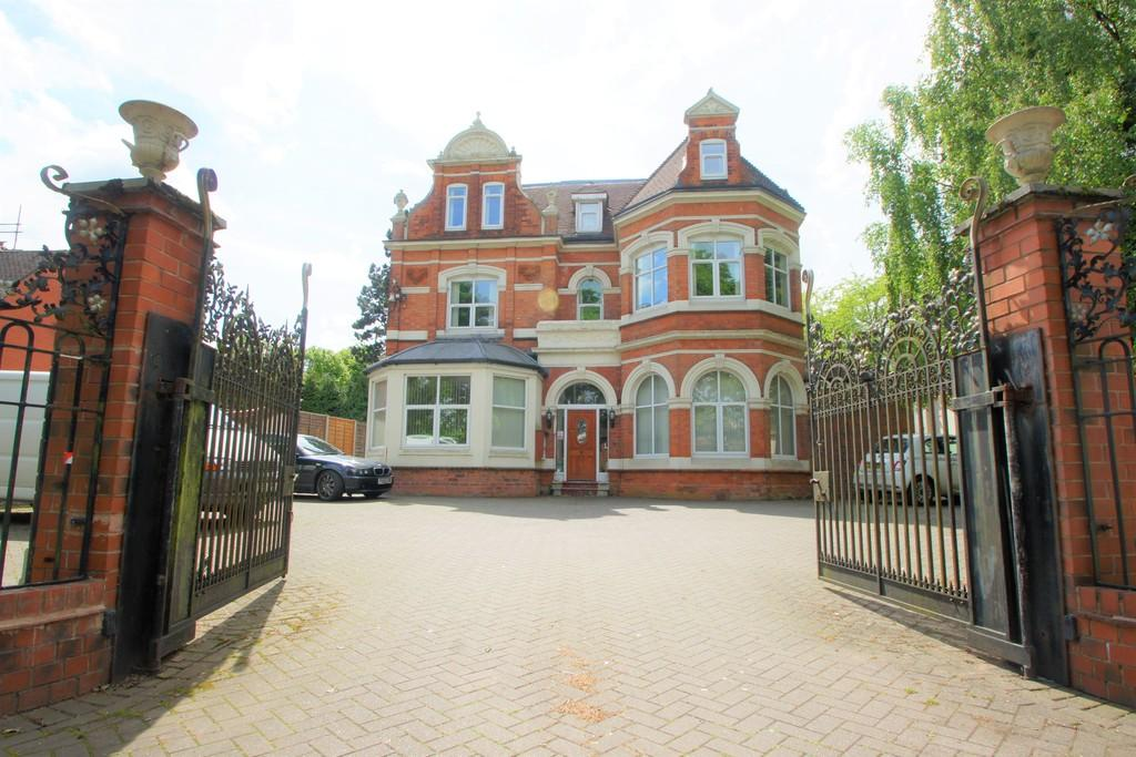 2 Bedrooms Ground Flat for sale in Wake Green Road, Moseley