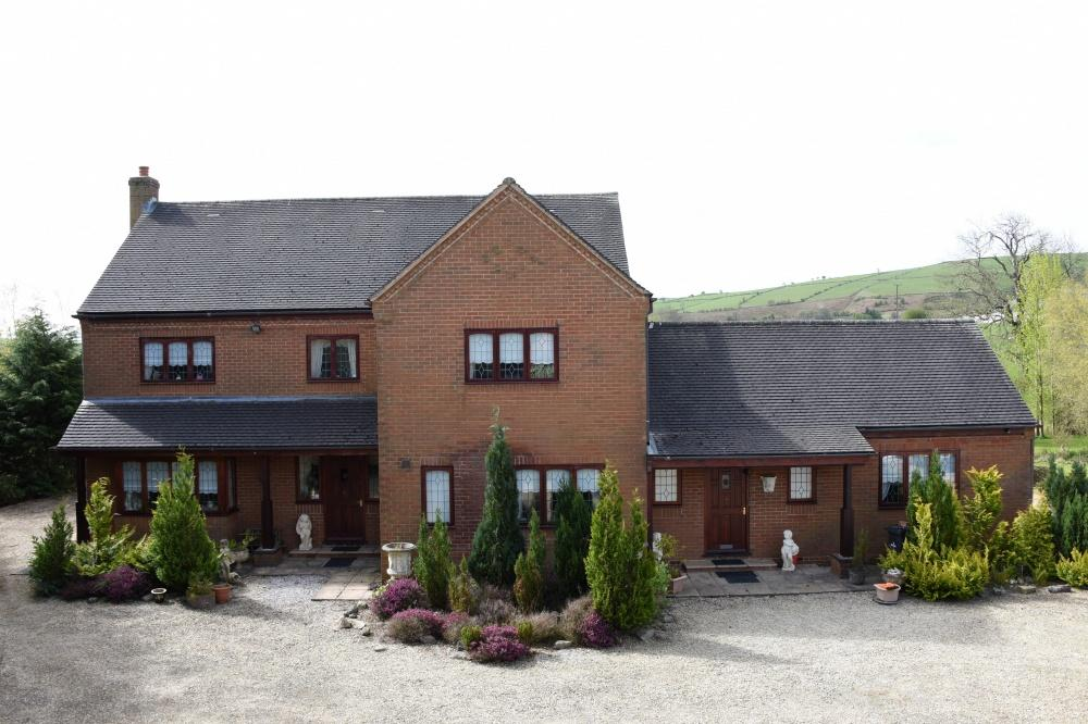 5 Bedrooms Detached House for sale in Pant-y-Dwr, Rhayader, LD6