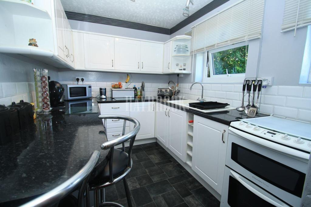 3 Bedrooms Terraced House for sale in Greenwood Avenue, Littledale, S9