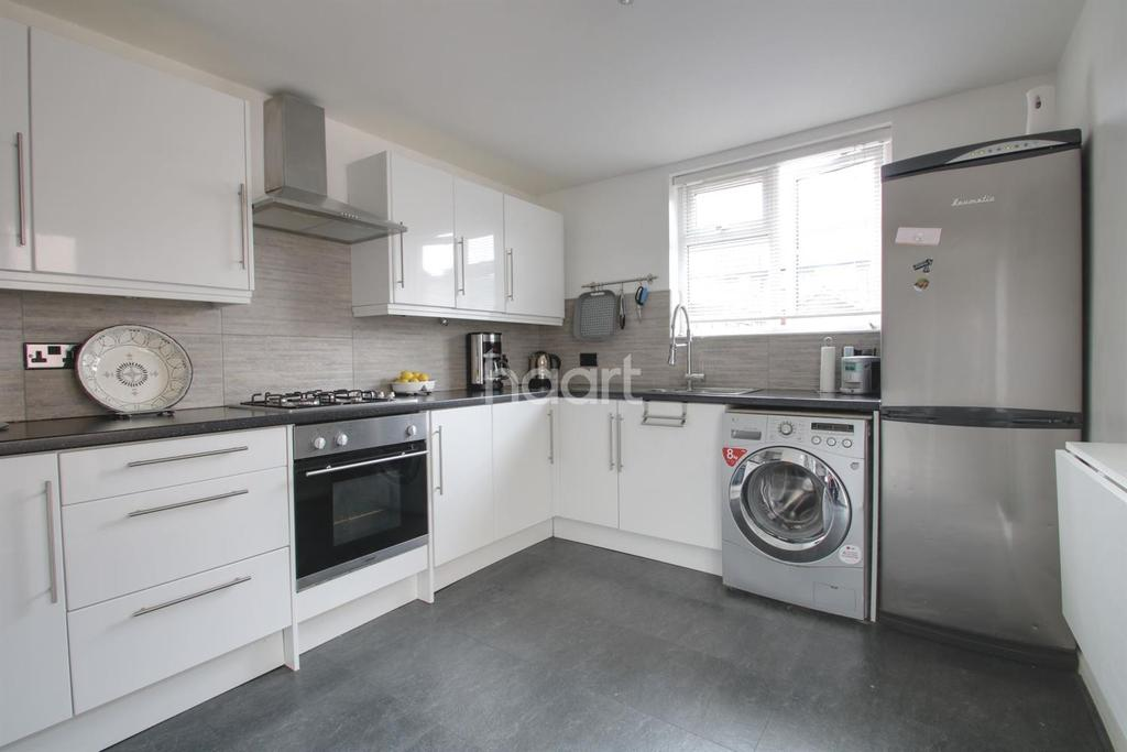3 Bedrooms Terraced House for sale in Valence Avenue, Dagenham