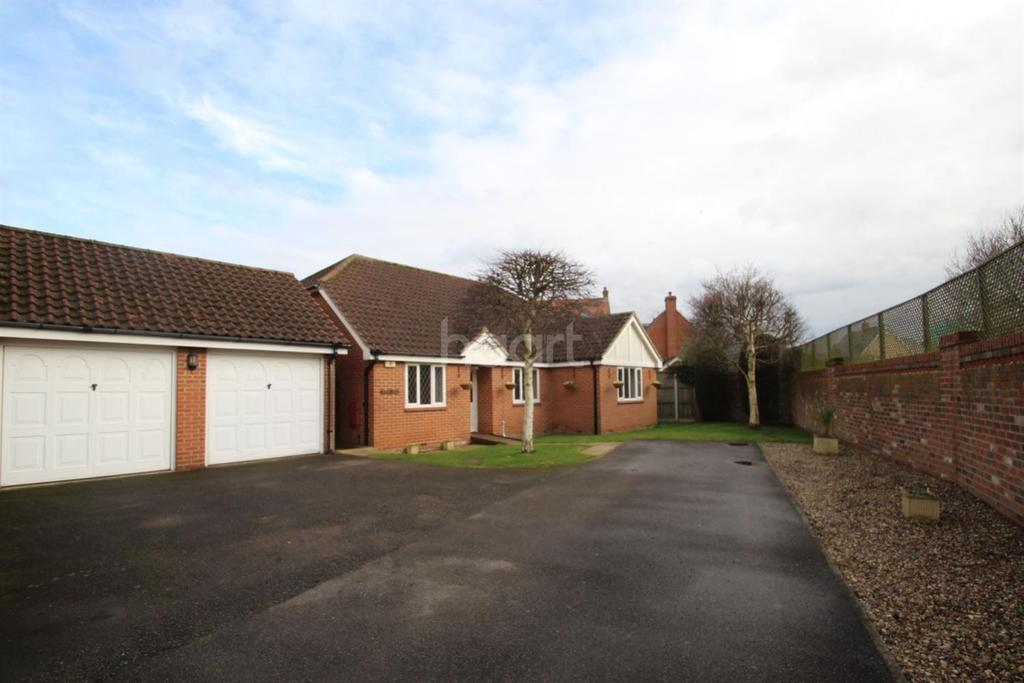 3 Bedrooms Bungalow for sale in Nayland Road, Mile End, CO4