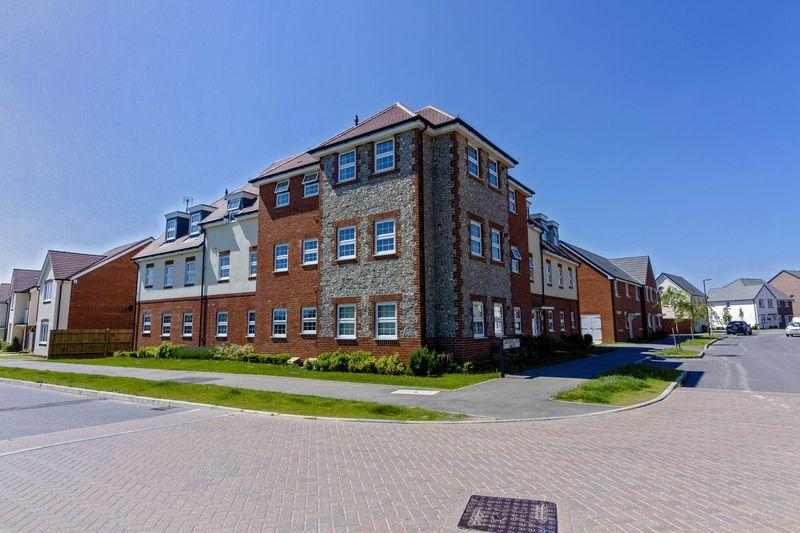 2 Bedrooms Apartment Flat for sale in Spry Court, Blackbourne Chase, Littlehampton