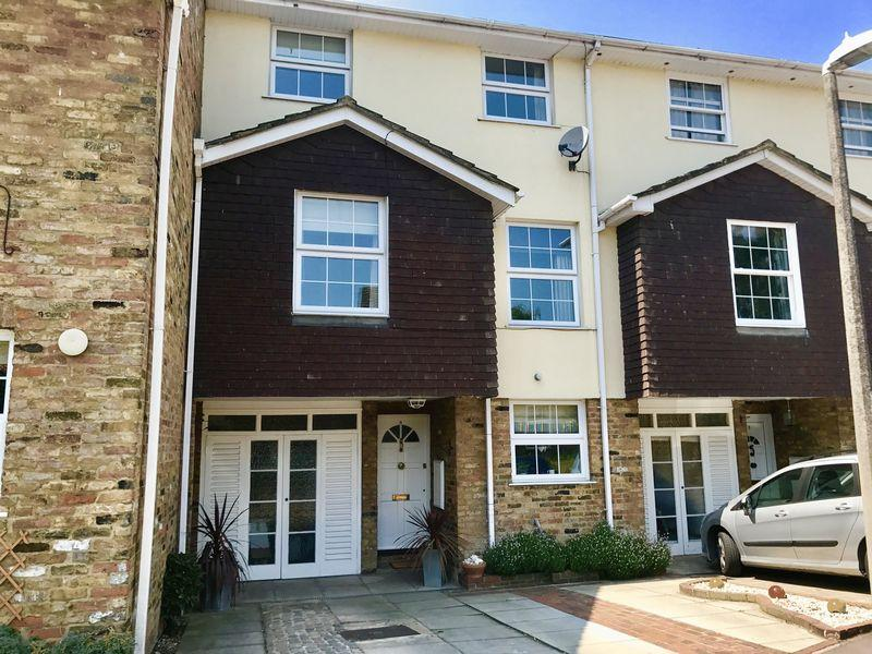 5 Bedrooms Terraced House for sale in Penshurst, Old Harlow, Essex