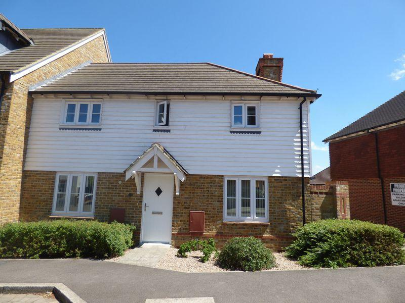 3 Bedrooms End Of Terrace House for sale in Running Foxes Lane, Ashford