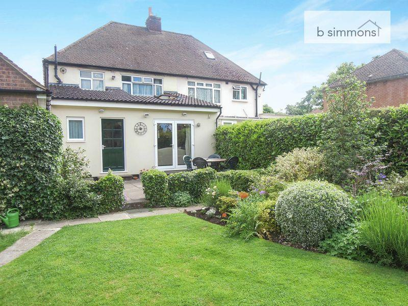 3 Bedrooms Semi Detached House for sale in Glenavon Gardens, Castleview