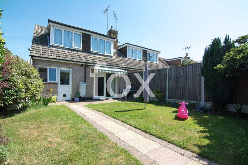 3 Bedrooms Semi Detached House for sale in Meesons Mead, Rochford