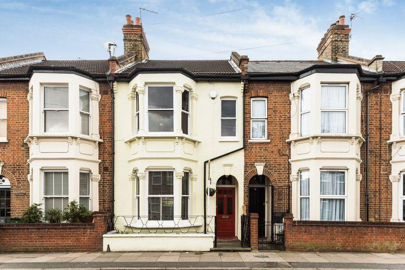 3 Bedrooms Terraced House for sale in Floyd Road, London