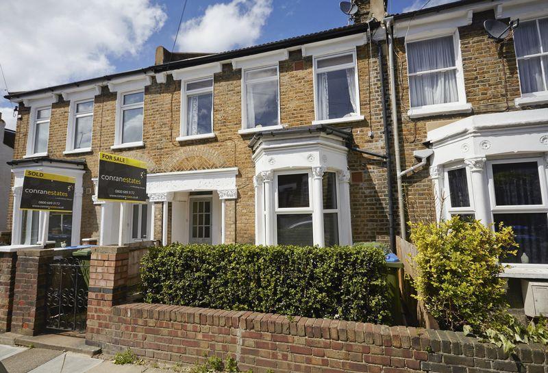 2 Bedrooms Maisonette Flat for sale in Gurdon Road, Charlton