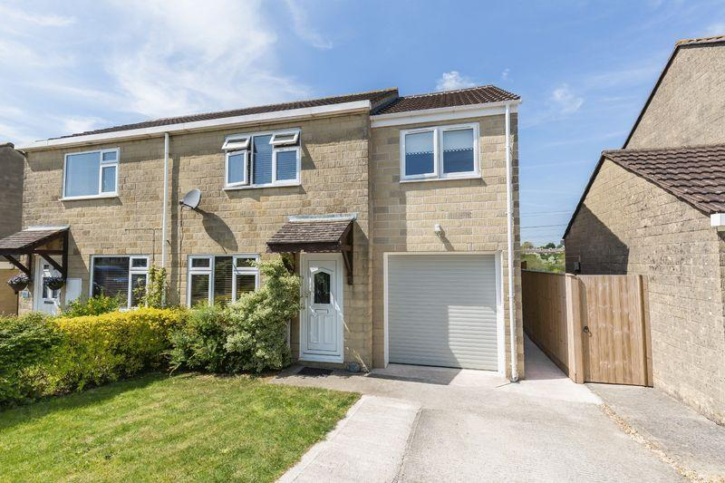 3 Bedrooms Semi Detached House for sale in Styles Close, Frome