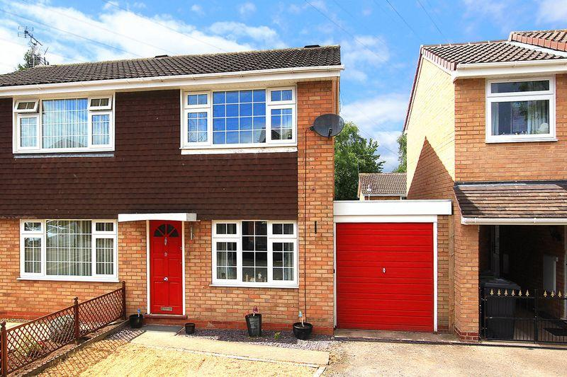2 Bedrooms Semi Detached House for sale in WOMBOURNE, Wodehouse Close