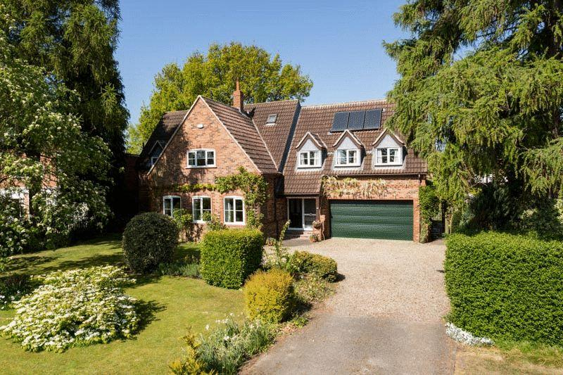4 Bedrooms Detached House for sale in Towthorpe Road, York