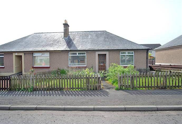 2 Bedrooms Bungalow for sale in 50 Weirgate Avenue, St Boswells, TD6 0BT