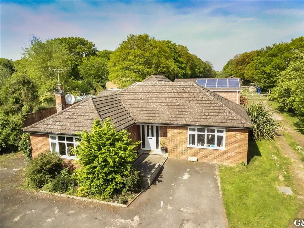 6 Bedrooms Detached Bungalow for sale in Bromley Green Road, Upper Ruckinge, Kent
