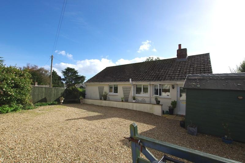 2 Bedrooms Detached Bungalow for sale in Ashleigh Close, Teignmouth