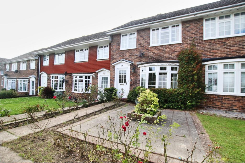 3 Bedrooms Terraced House for sale in Southerden Close, Hailsham BN27