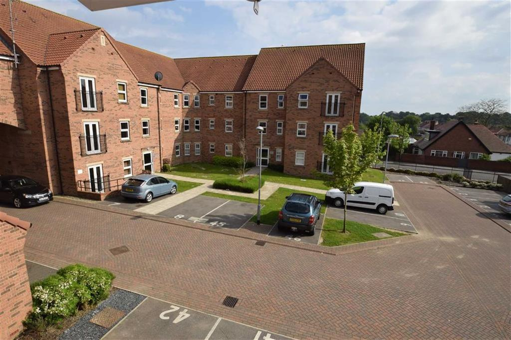 2 Bedrooms Flat for sale in The Cloisters, Bridlington, East Yorkshire, YO16