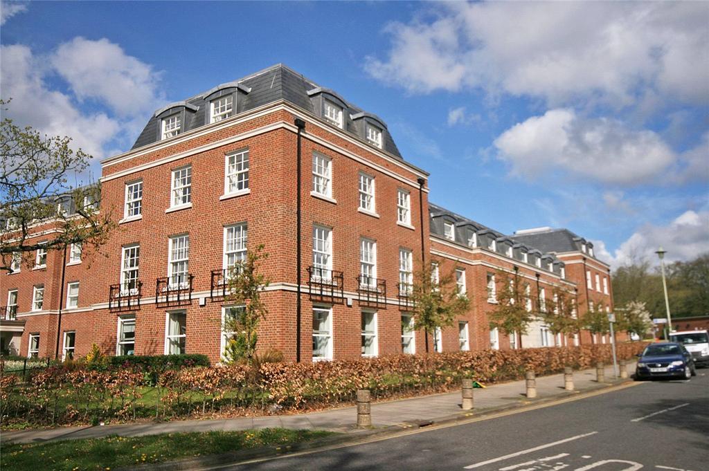 2 Bedrooms Flat for sale in Peel Court, College Way, Welwyn Garden City, Hertfordshire