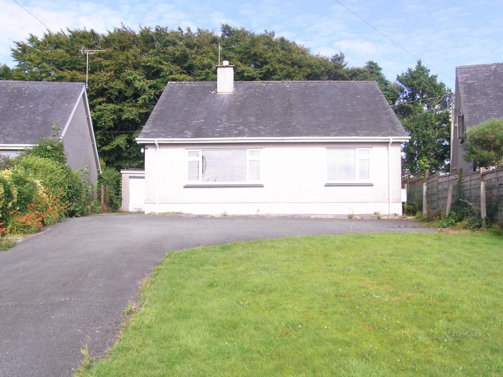 3 Bedrooms Detached Bungalow for sale in Ffordd Cae Rhys, Criccieth LL52