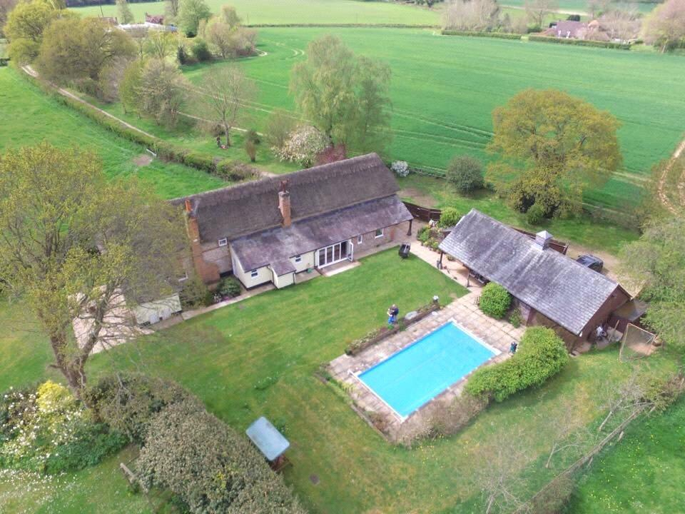 4 Bedrooms Detached House for sale in Smannell, Andover, Hampshire, SP11