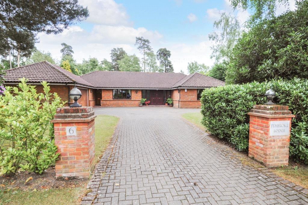 3 Bedrooms Bungalow for sale in Brock Way, Virginia Water, Surrey, GU25