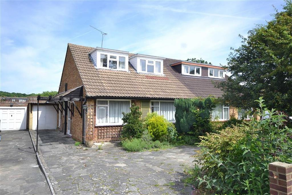 4 Bedrooms Semi Detached Bungalow for sale in Hornbeam Road, Theydon Bois, Essex
