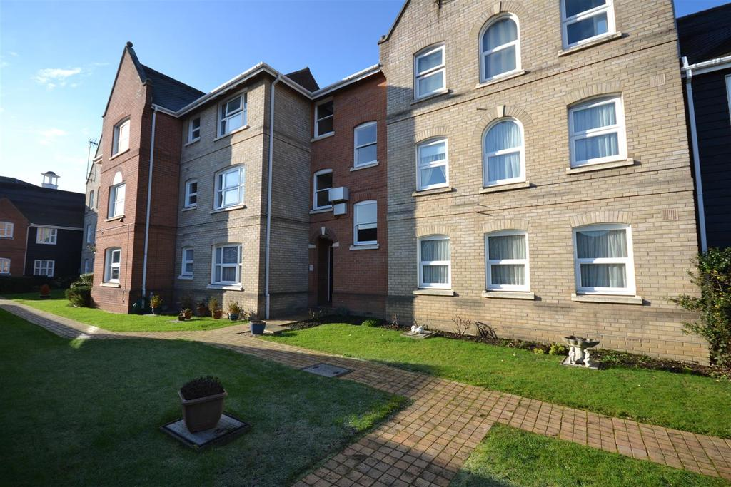 1 Bedroom Apartment Flat for sale in Tallow Gate, South Woodham Ferrers, Chelmsford