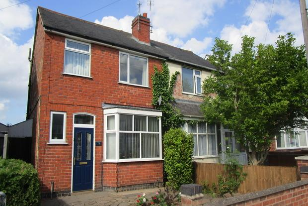 3 Bedrooms Semi Detached House for sale in Collingham Road, Leicester, LE3
