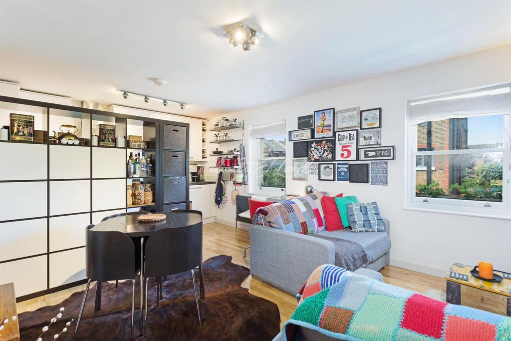 2 Bedrooms Flat for sale in Coopersale Road, Hackney, E9