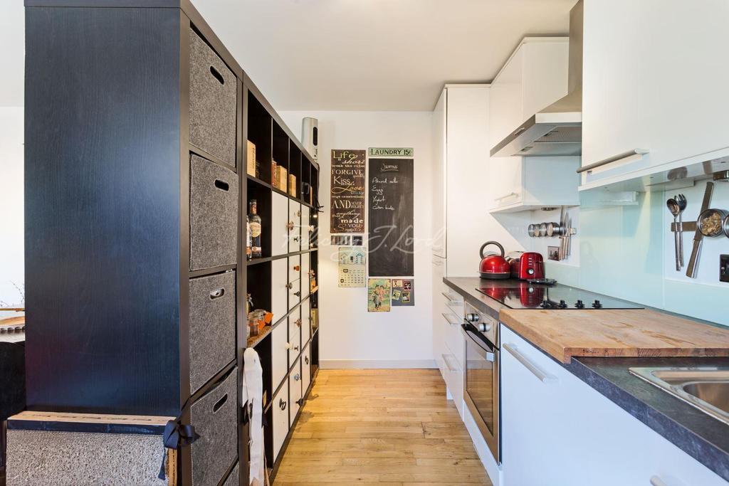 2 Bedrooms Flat for sale in Coopersale Road, Hackney, E9