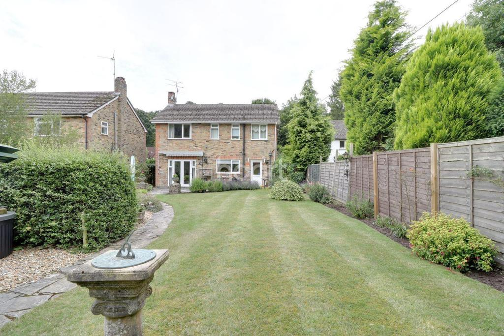 3 Bedrooms Detached House for sale in Beech Hill, Headley, Hampshire