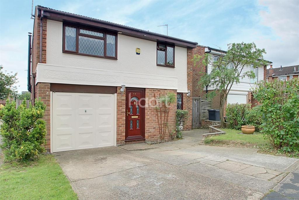 4 Bedrooms Detached House for sale in Mountbatten Road, Braintree