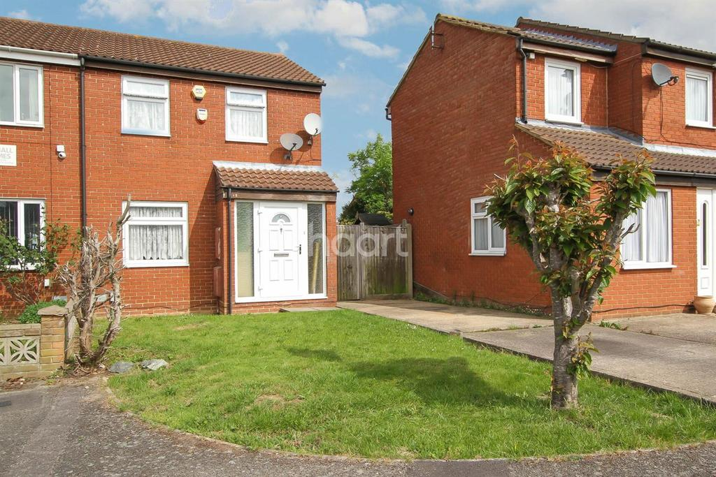 3 Bedrooms Semi Detached House for sale in swallow close