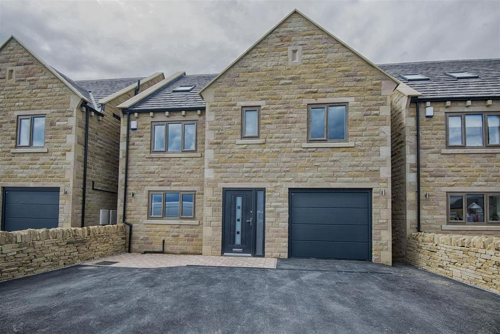 6 Bedrooms Detached House for sale in Long Lane, Queensbury, Bradford