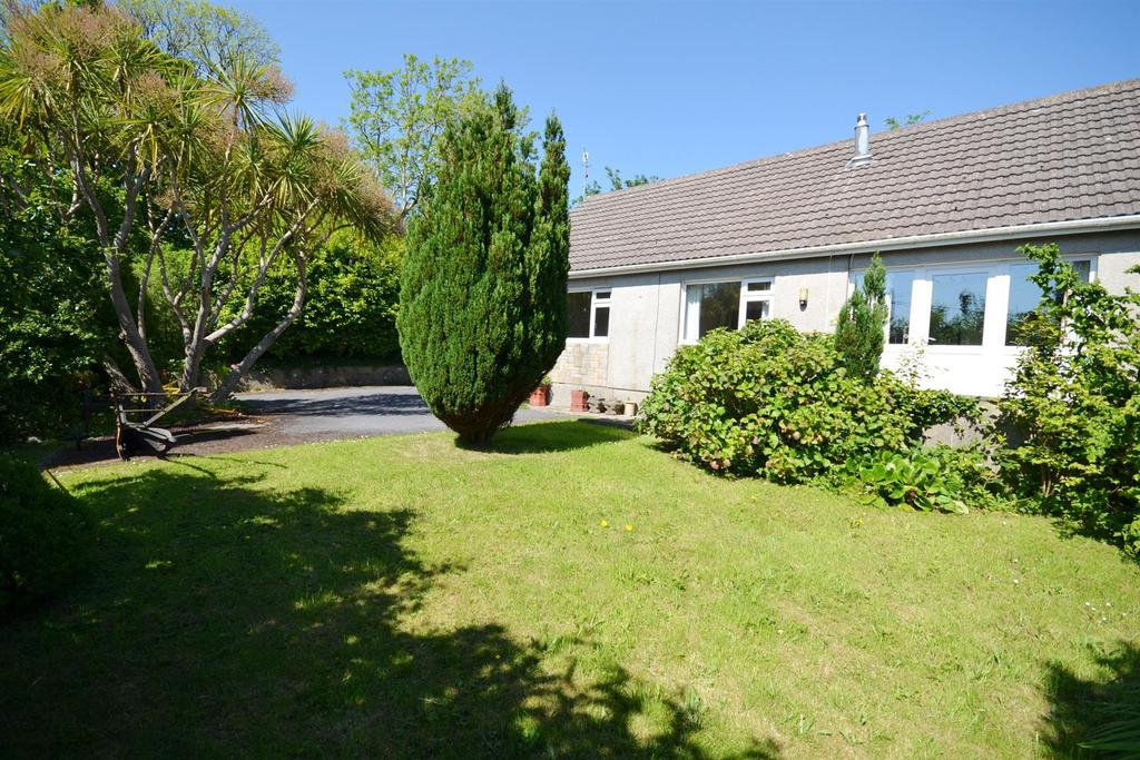 2 Bedrooms Detached Bungalow for sale in New Hedges, Tenby
