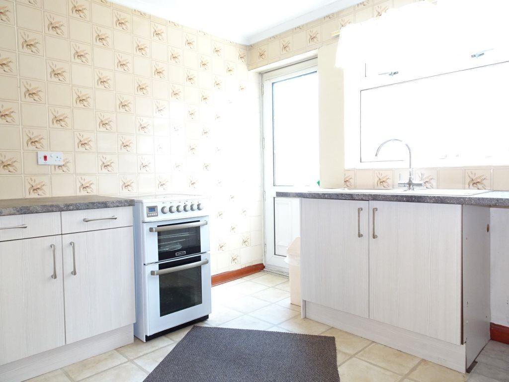 Belvedere parade bramley rotherham s66 3rn 3 bed for Perfect kitchen bramley