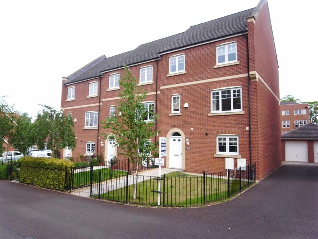 4 Bedrooms Town House for sale in Glaisdale Court, Darlington