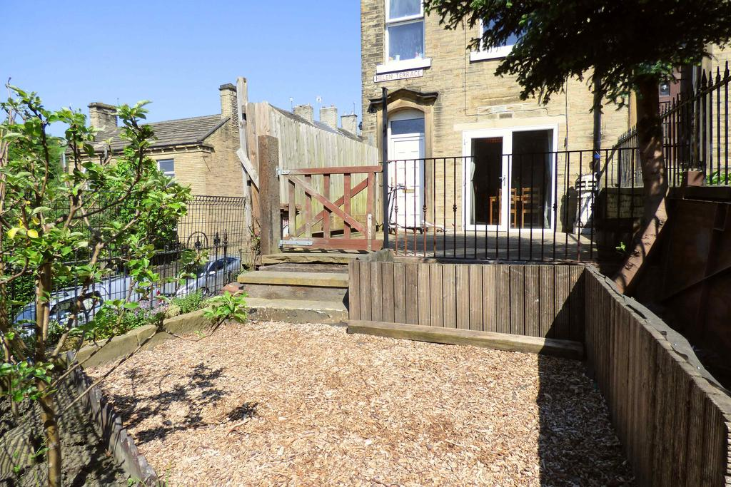 Helen terrace brookfoot brighouse hd6 2 bed end of for 14 m4s garden terrace