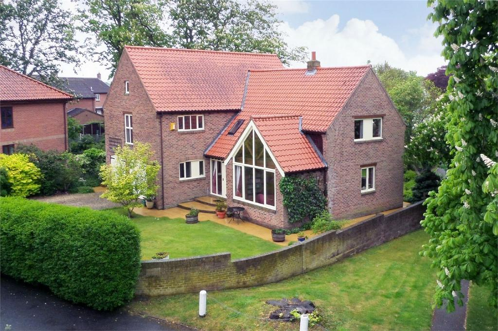 5 Bedrooms Detached House for sale in Belvoir Lodge, The Green, Elvington, York