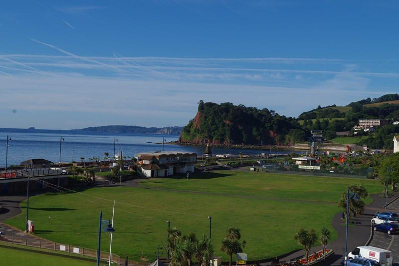 2 Bedrooms Apartment Flat for sale in Den Crescent, Teignmouth