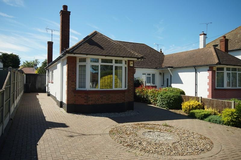2 Bedrooms Semi Detached Bungalow for sale in Somerset Avenue, Westcliff-On-Sea