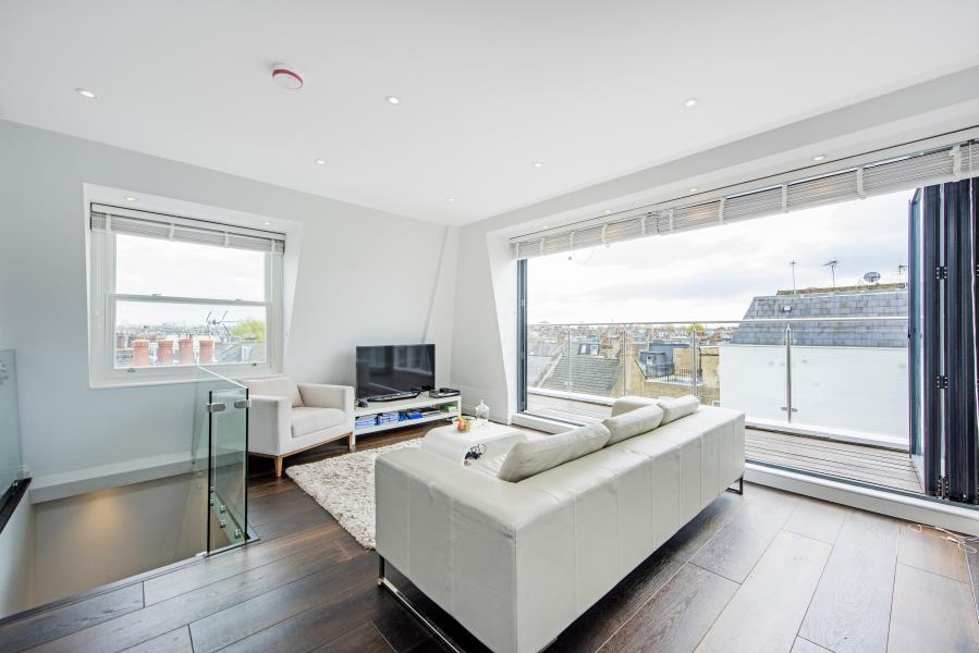 4 Bedrooms Flat for sale in Waldemar Avenue, Fulham