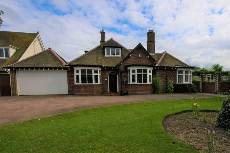 3 Bedrooms Detached Bungalow for sale in Halesowen Road, Halesowen