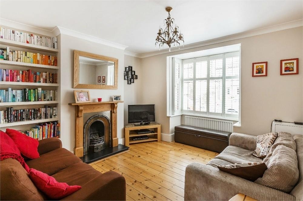 3 Bedrooms Semi Detached House for sale in Mayo Road, WALTON-ON-THAMES, Surrey