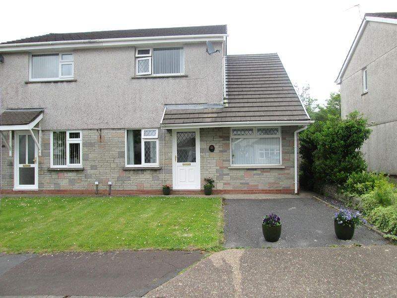 3 Bedrooms Semi Detached House for sale in Clos Glanlliw , Pontlliw, Swansea, West Glamorgan.