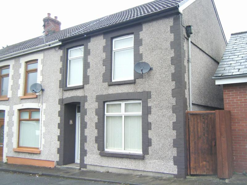 3 Bedrooms End Of Terrace House for sale in Bryn Dinas View, Trealaw, Rhondda Cynon Taff. CF40 2PA